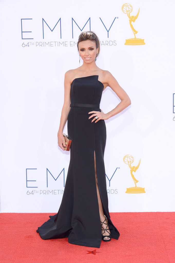 New mom Giuliana Rancic posed for a few photos in between red-carpet interviews.