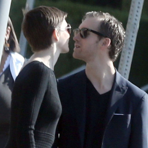 Anne Hathaway and Adam Shulman Kissing | Pictures