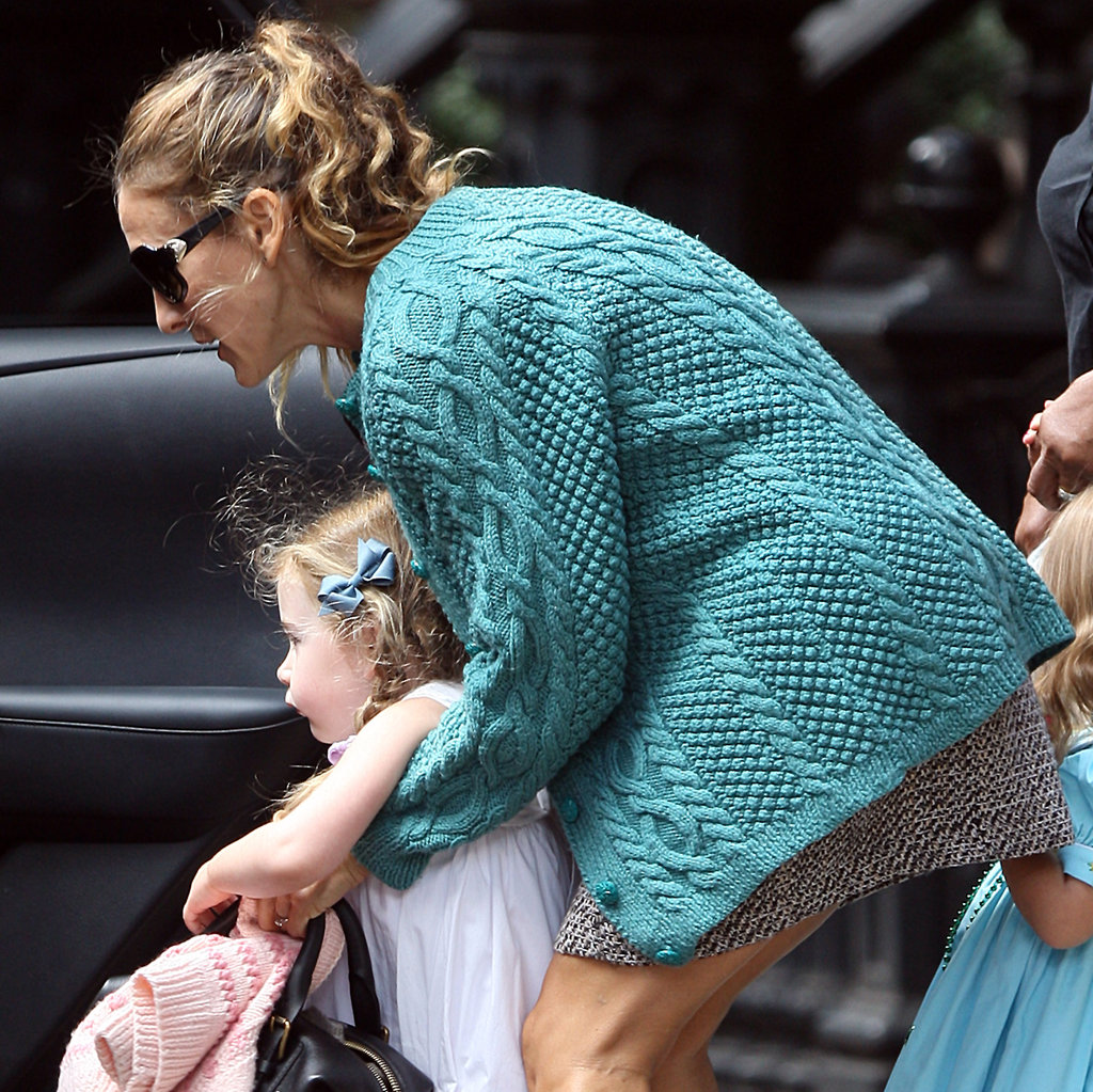 Sarah Jessica Parker hoisted one of her twin daughters, Loretta Broderick, into the backseat.