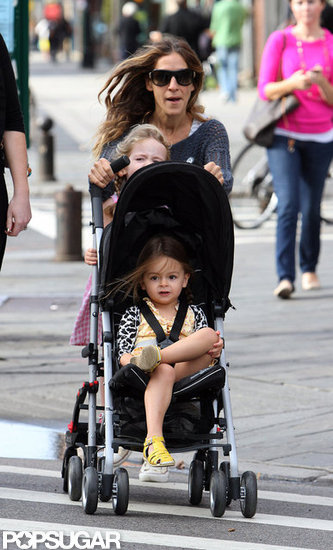 Sarah Jessica Parker crossed a street with the twins.