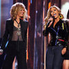 Sugarland Sings Beyonc&#039;s &quot;Irreplaceable&quot;