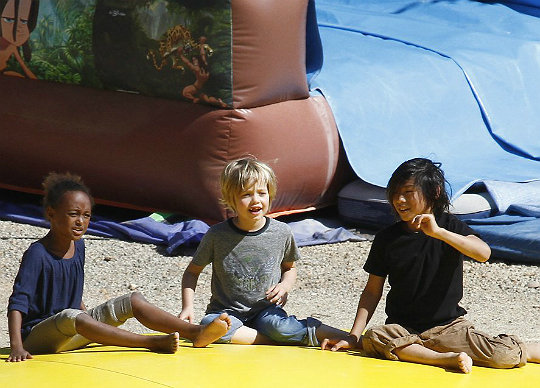 Angelina Jolie took Zahara, Pax, Shiloh, Knox, and Vivienne to a park in the South of France on September 22, 2012.