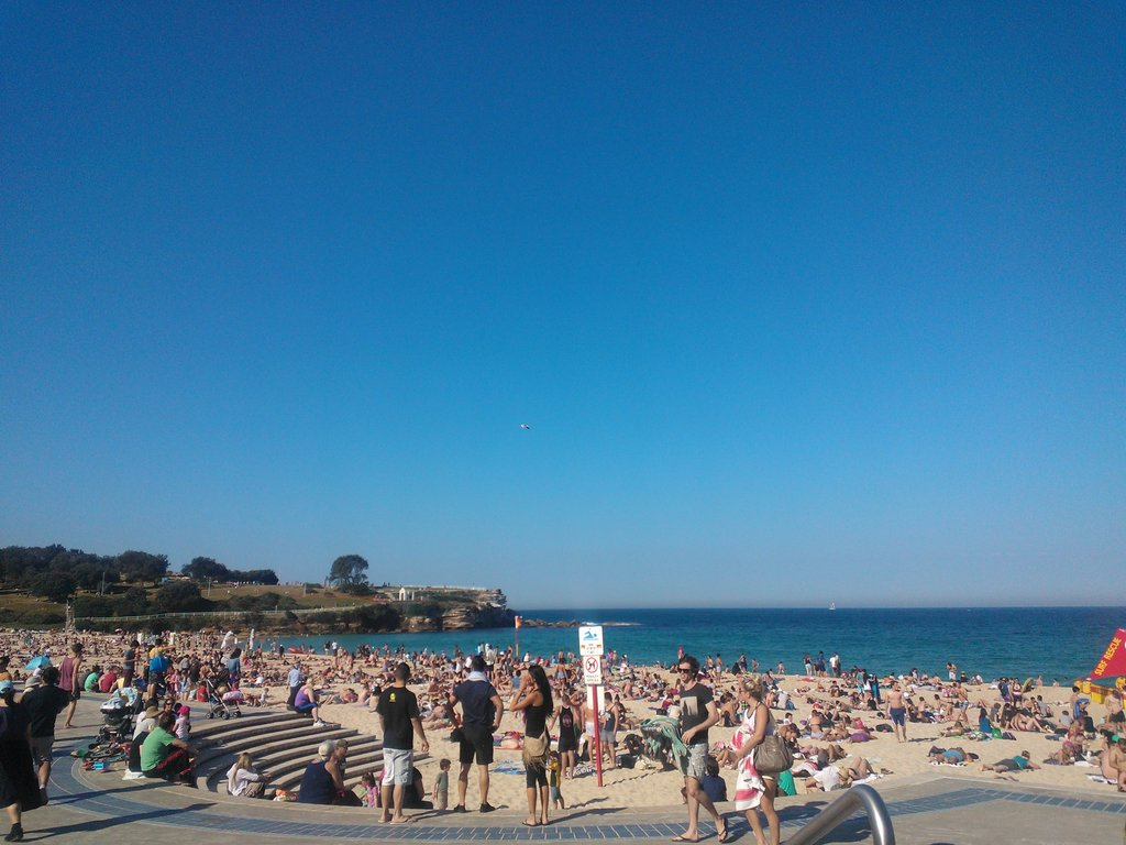 Coogee Beach was pretty busy but hardly anyone was in the water! The water was freezing — apparently.