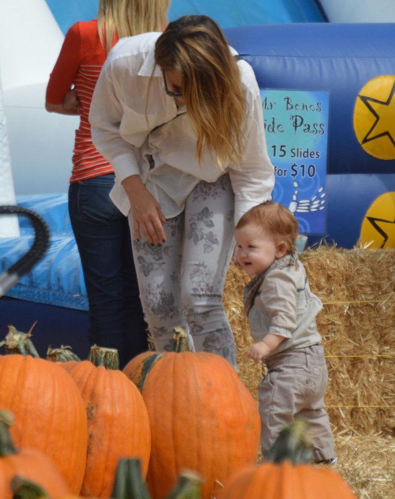 Jessica Alba guided Haven Warren around the pumpkins.