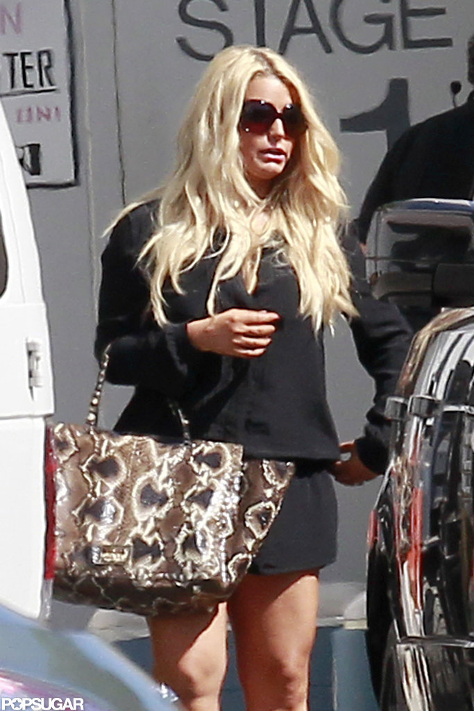 Jessica Simpson parked before heading into a photo shoot.