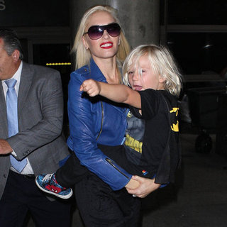 Gwen Stefani Carrying Zuma Rossdale at LAX | Pictures