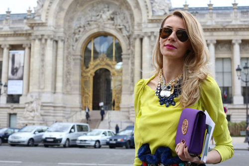 Loads of jewels and a pop of purple on her clutch gave this styler some serious accessory points.