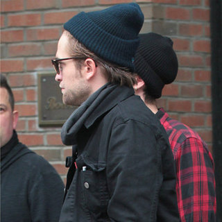 Robert Pattinson Goes Back to Kristen Stewart in LA (Video)