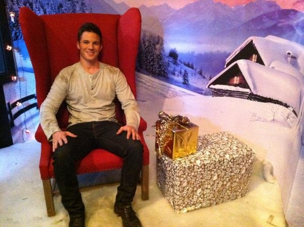Matt Lanter got into the holiday spirit on set. Source: Twitter user MattLanter