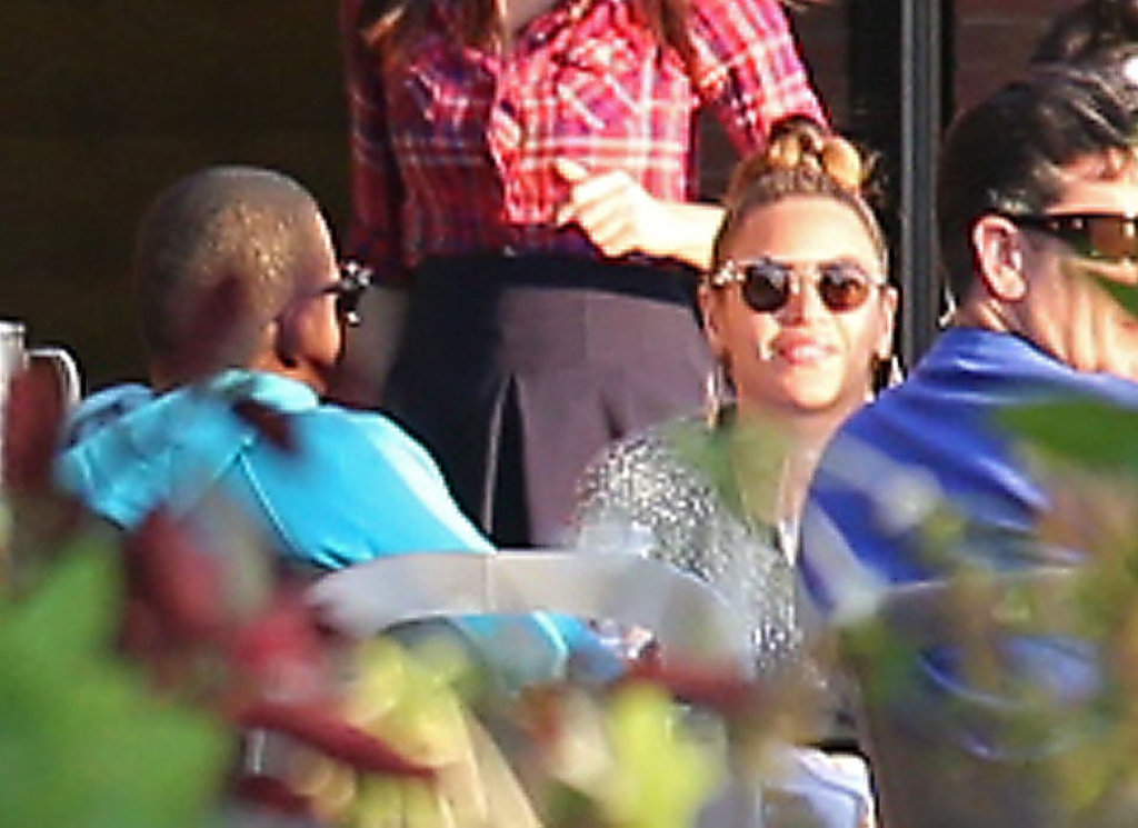 Beyoncé Knowles and Jay-Z dined alfresco.