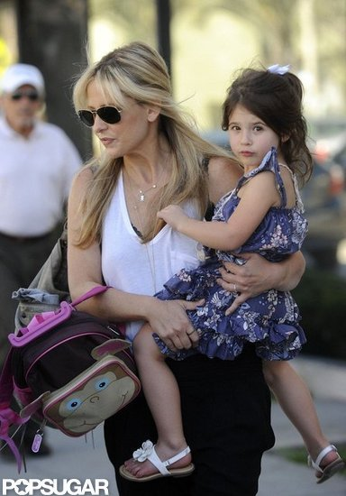 Sarah Michelle Gellar carried Charlotte Prinze along with her backpack.