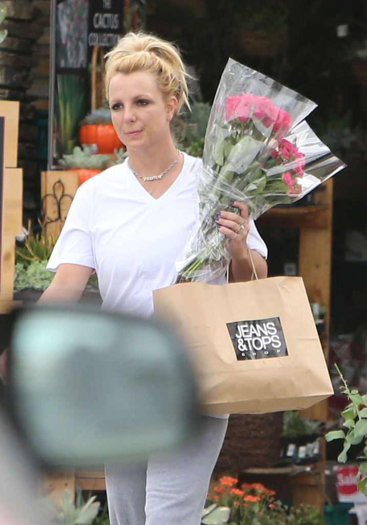 Britney Spears made her way back to her car.