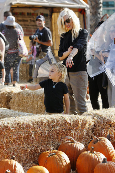 Gwen Stefani showed Zuma Rossdale some pumpkins.
