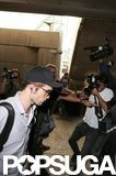 Robert Pattinson exited the airport.