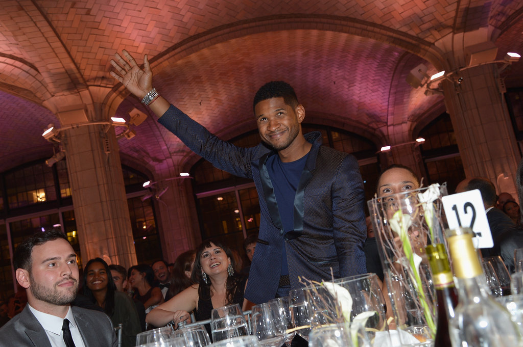 Usher waved to the crowd.