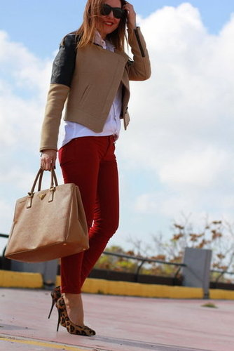 File this under crisp Fall color combos: red and camel have an utterly chic effect together. Source: Lookbook.nu