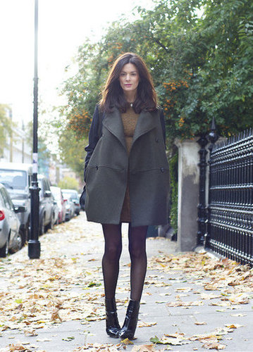 Minimalist shapes take on a definitely Fall feel in rich, autumnal tones. Source: Lookbook.nu