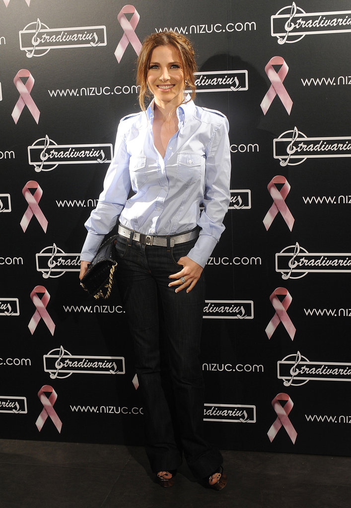 Elsa Pataky launched the Calendar Against Breast Cancer in Madrid during April 2009.