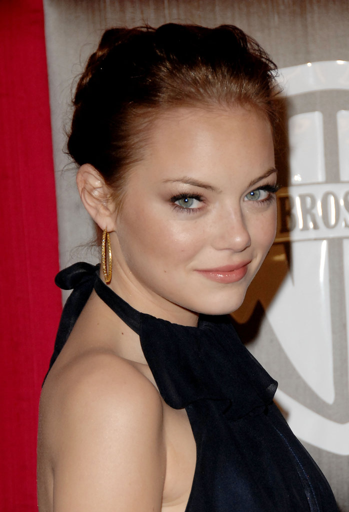 At a 2009 post-Golden Globe party, the actress opted for a more natural makeup look. She sported touches of coral on her cheeks and lips, along with brown eye shadow and a hint of liner.