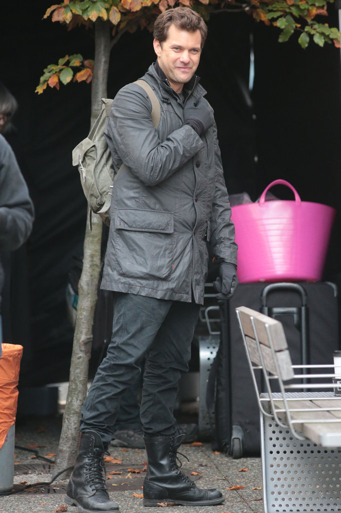 Joshua Jackson wore a backpack while shooting scenes.