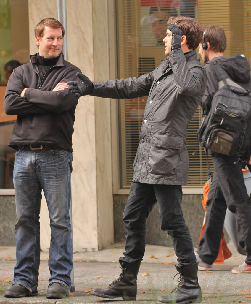 Joshua Jackson sported a pair of gloves to keep warm.