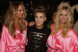 Candice Swanepoel and Lindsay Ellington catch up with Justin. Twitter user: @Moshe