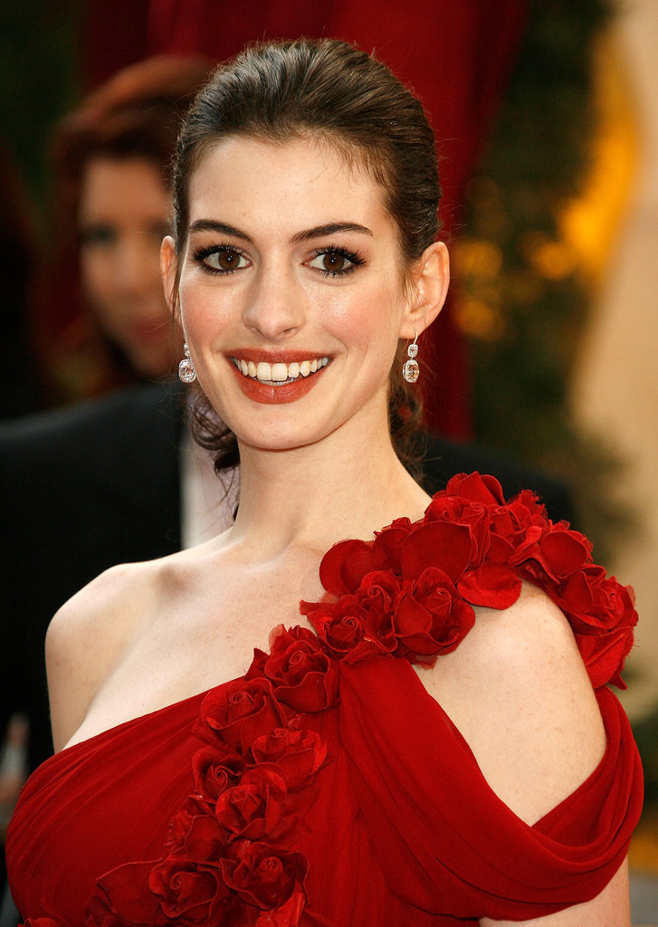 Anne brought on the drama in her stunning red Marchesa gown. She kept her makeup neutral to avoid clashing but stayed glamorous with voluminous lashes.