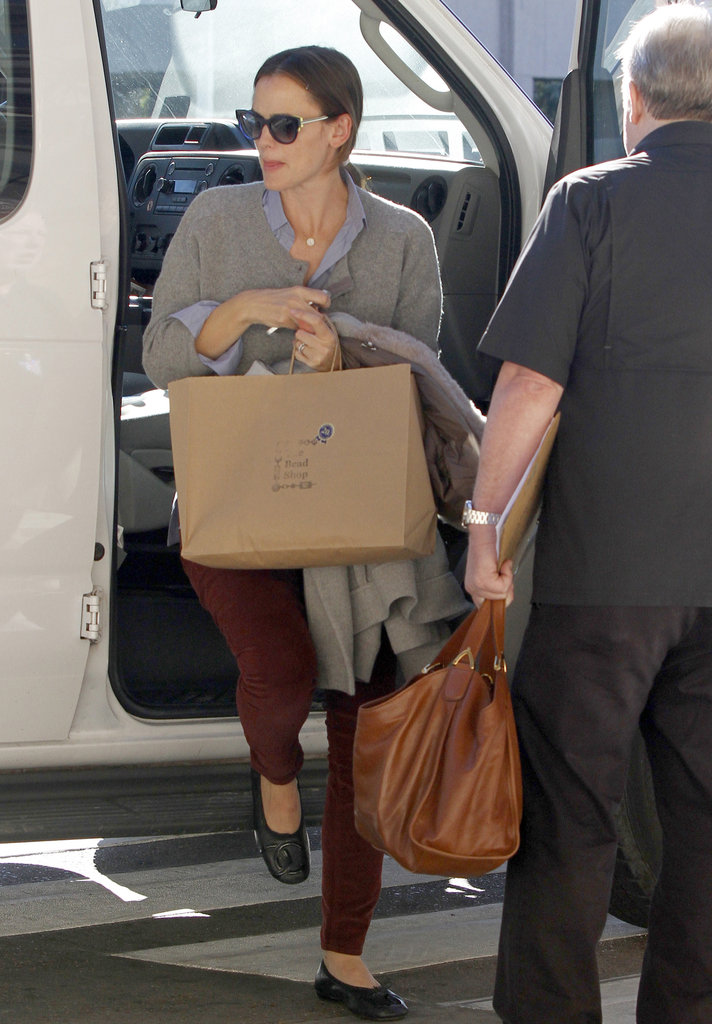 Jennifer Garner picked up some goodies at a New Orleans bead store.