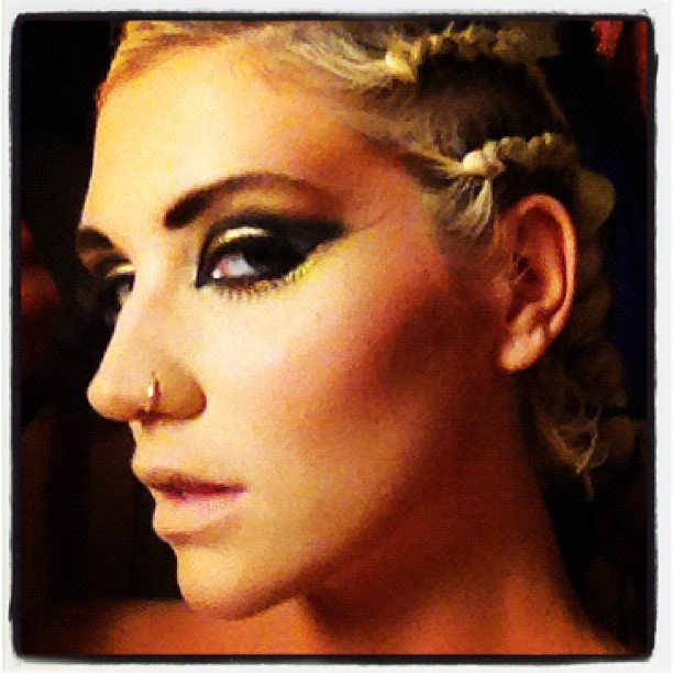 Ke$ha showed off her dramatic eye makeup before taking the stage. Source: Instagram user iiswhoiis