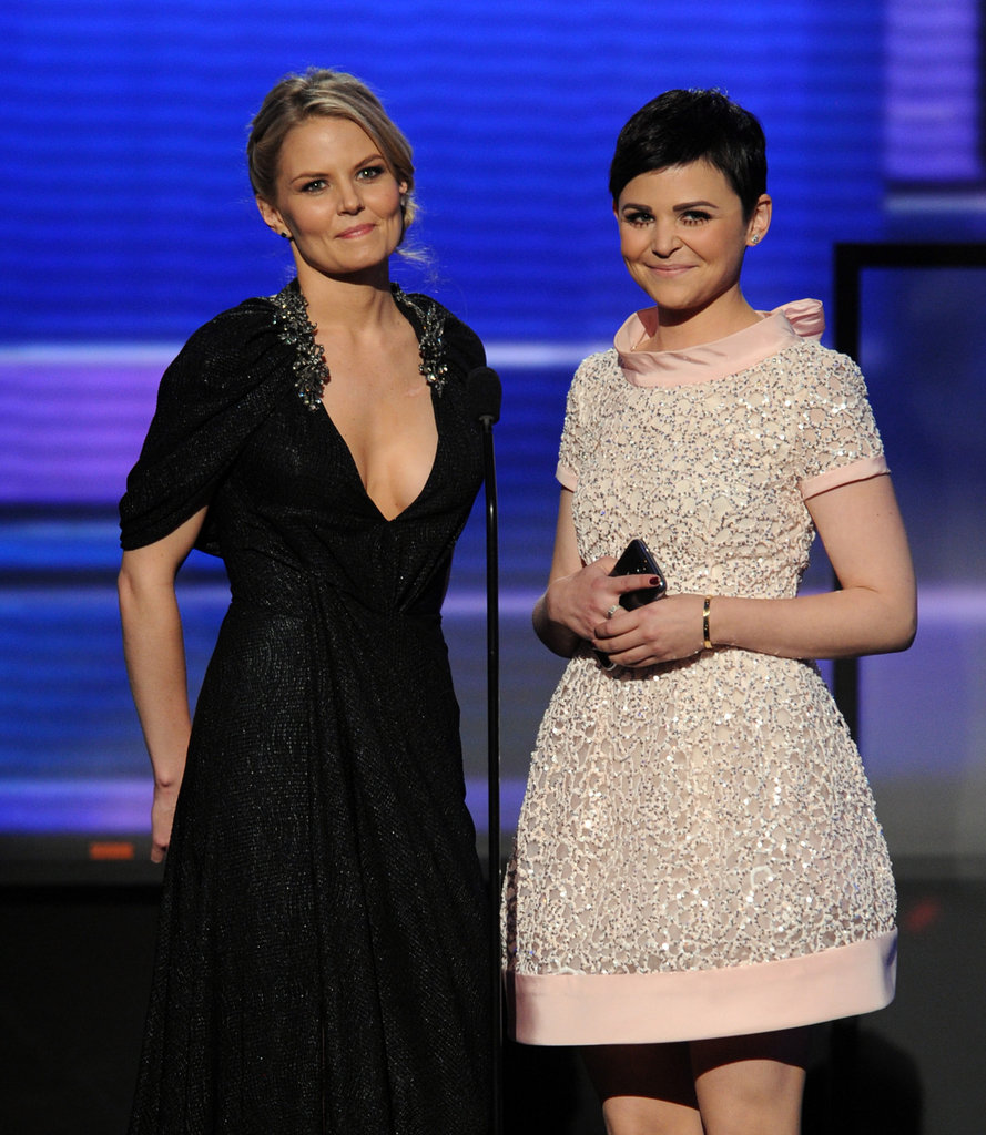 Jennifer and Ginnifer smiled on stage at the AMAs.