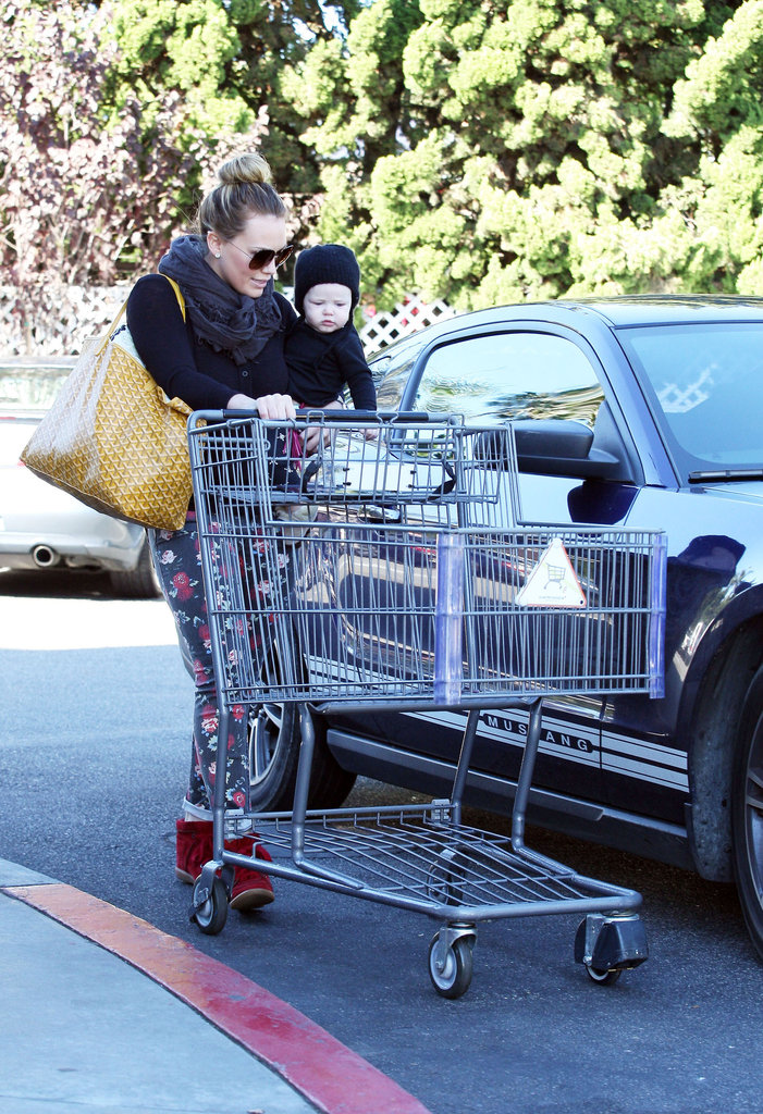 Hilary Duff and Luca Comrie grabbed a cart to do some grocery shopping with.