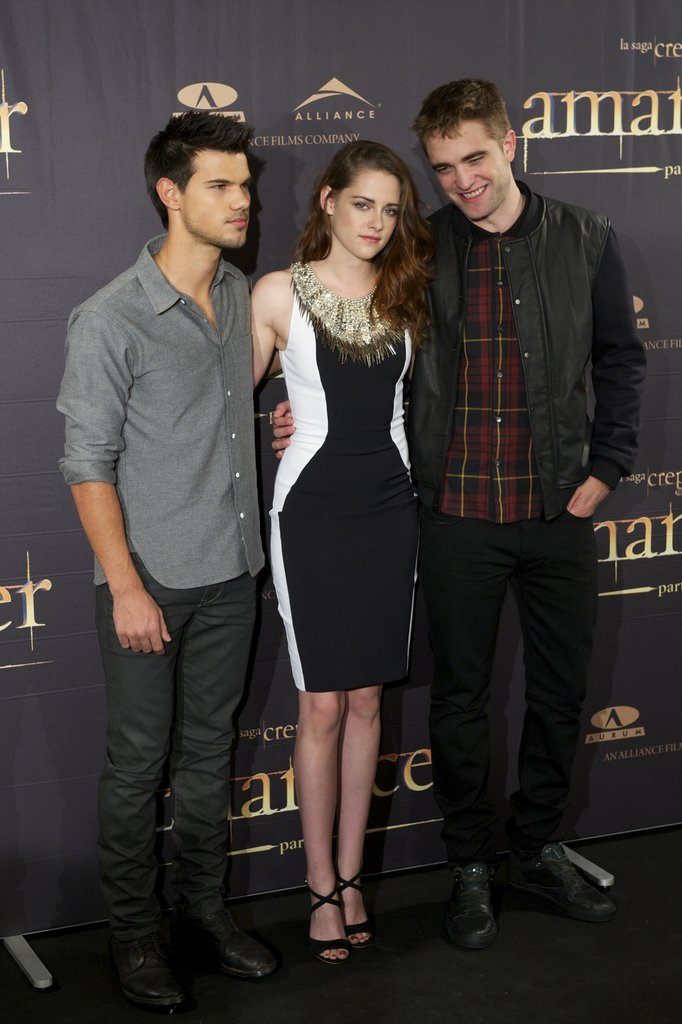 Kristen Goes Ladylike For a Photo Call in Madrid With Robert