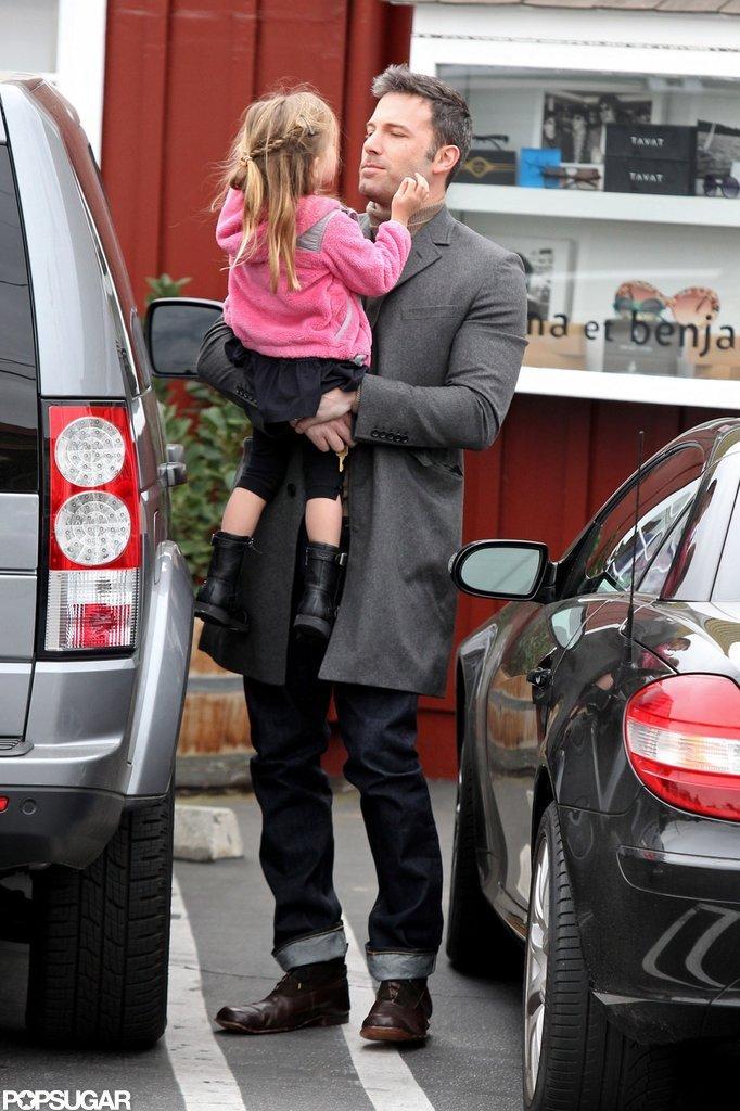 Seraphina Affleck put her arms around her dad, Ben Affleck.