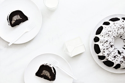 Oreo-Stuffed Bundt Cake