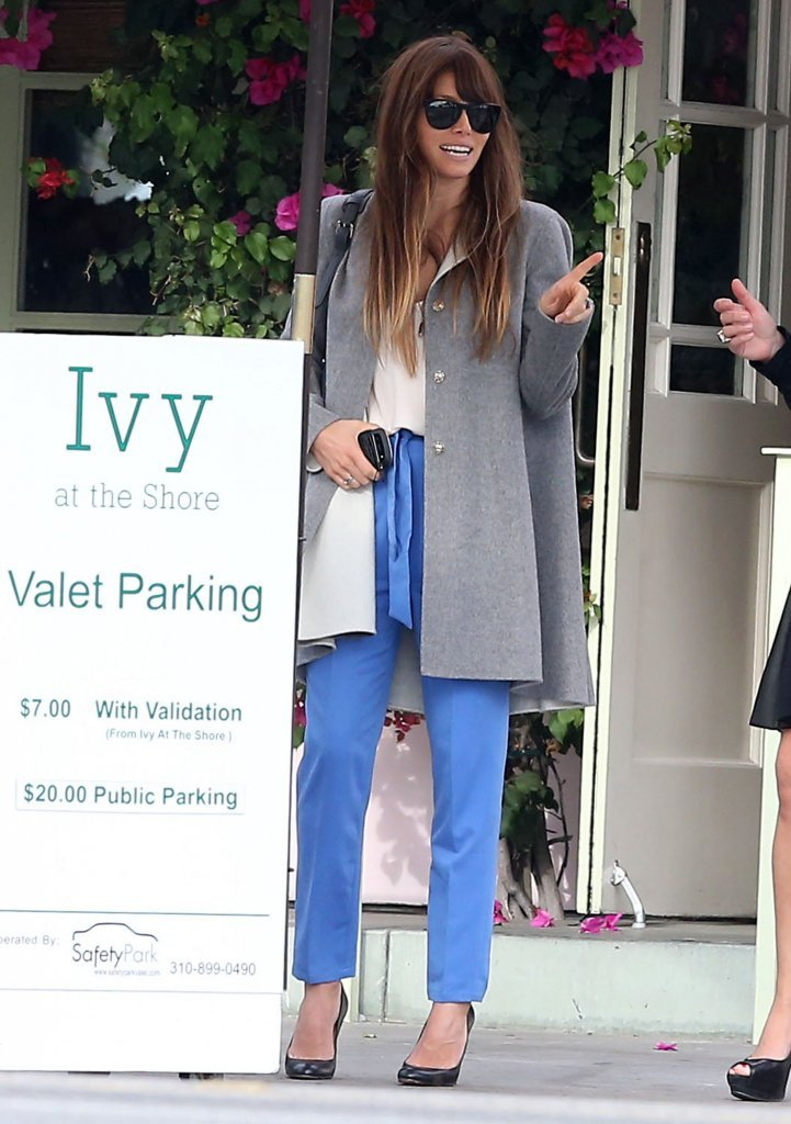 Jessica Biel grabbed lunch at the Ivy.