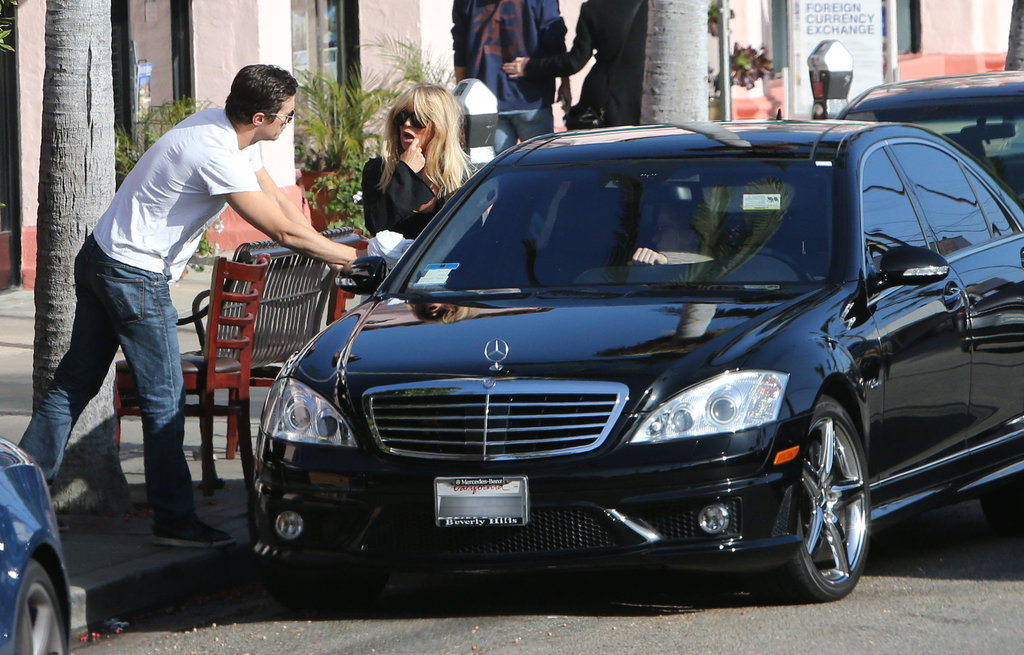Oliver Hudson got into a car with mom Goldie Hawn.