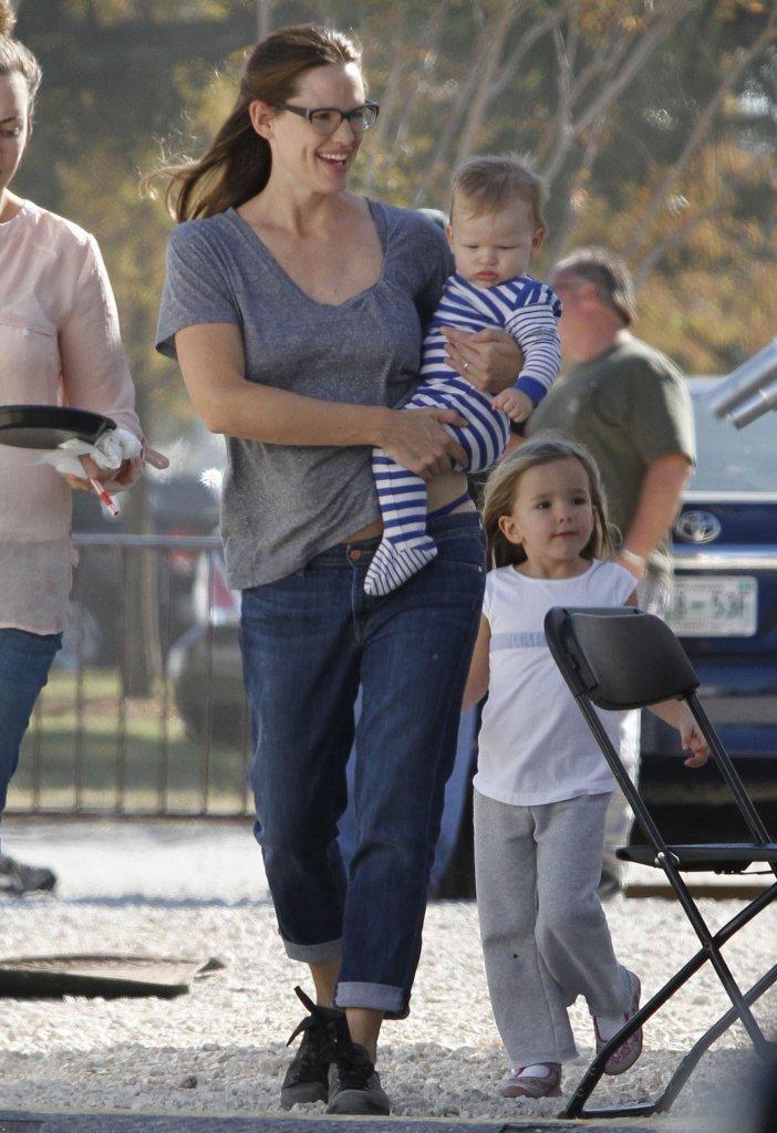 Jennifer Garner Plays Mom on Set With Sera and Samuel