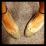 Marisa was rocking some serious toe cleavage when she wore her new Zara flats to the office.