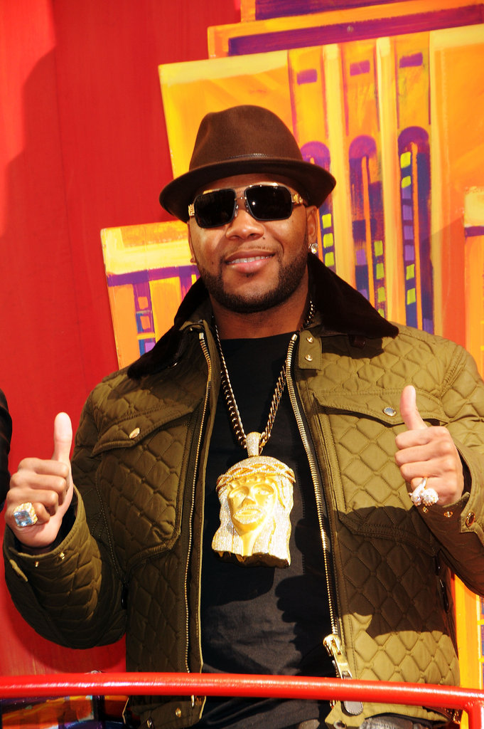 Flo Rida gave a big thumbs-up to the 86th Annual Macy's Thanksgiving Day Parade.