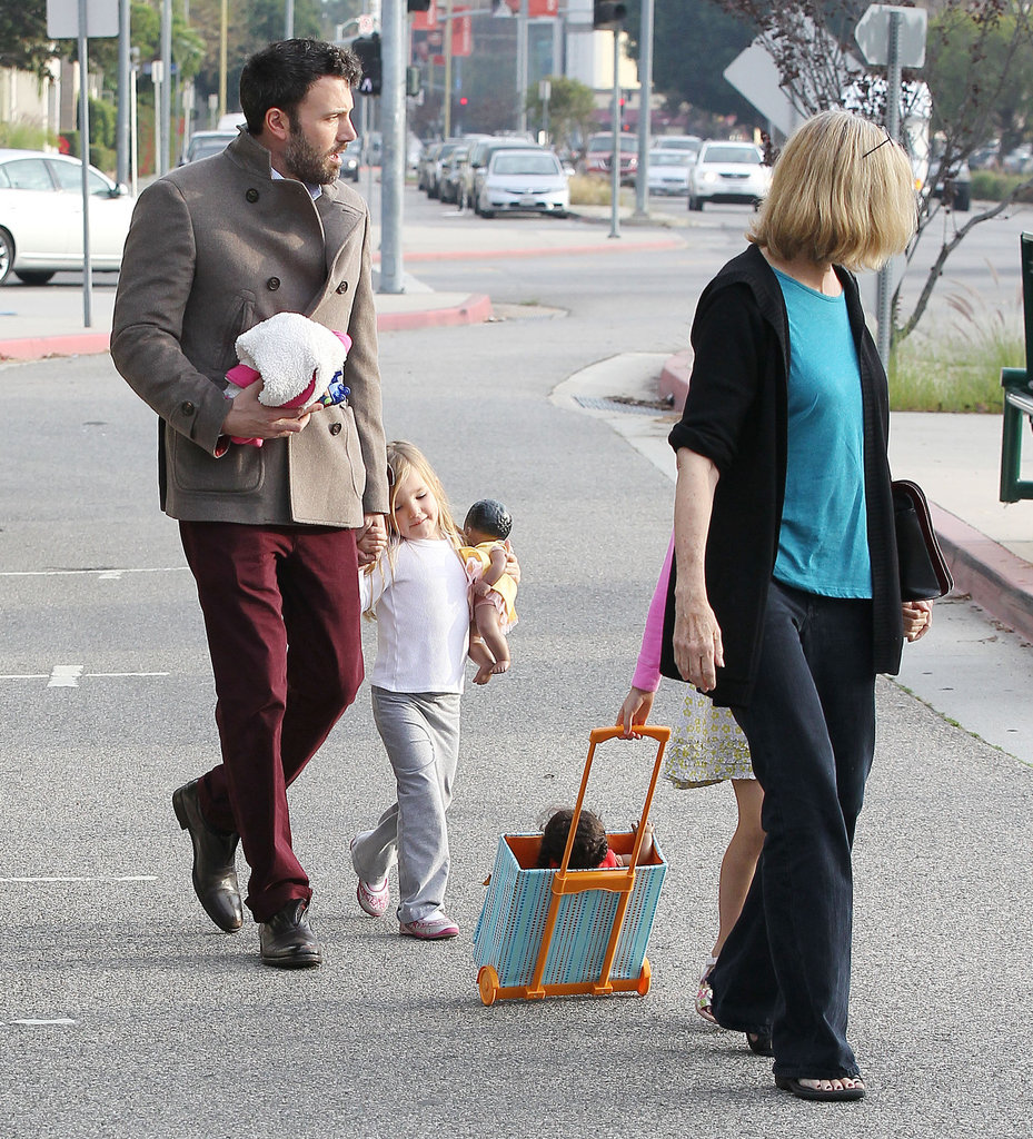 Ben Affleck walked with his daughters in LA.