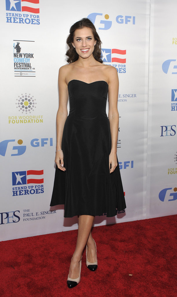 Allison Williams channeled the classics in her strapless, tea-length LBD. It's the kind of dress that lends itself to nearly any party.