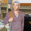Liam Hemsworth Looks Hot at LAX | Pictures