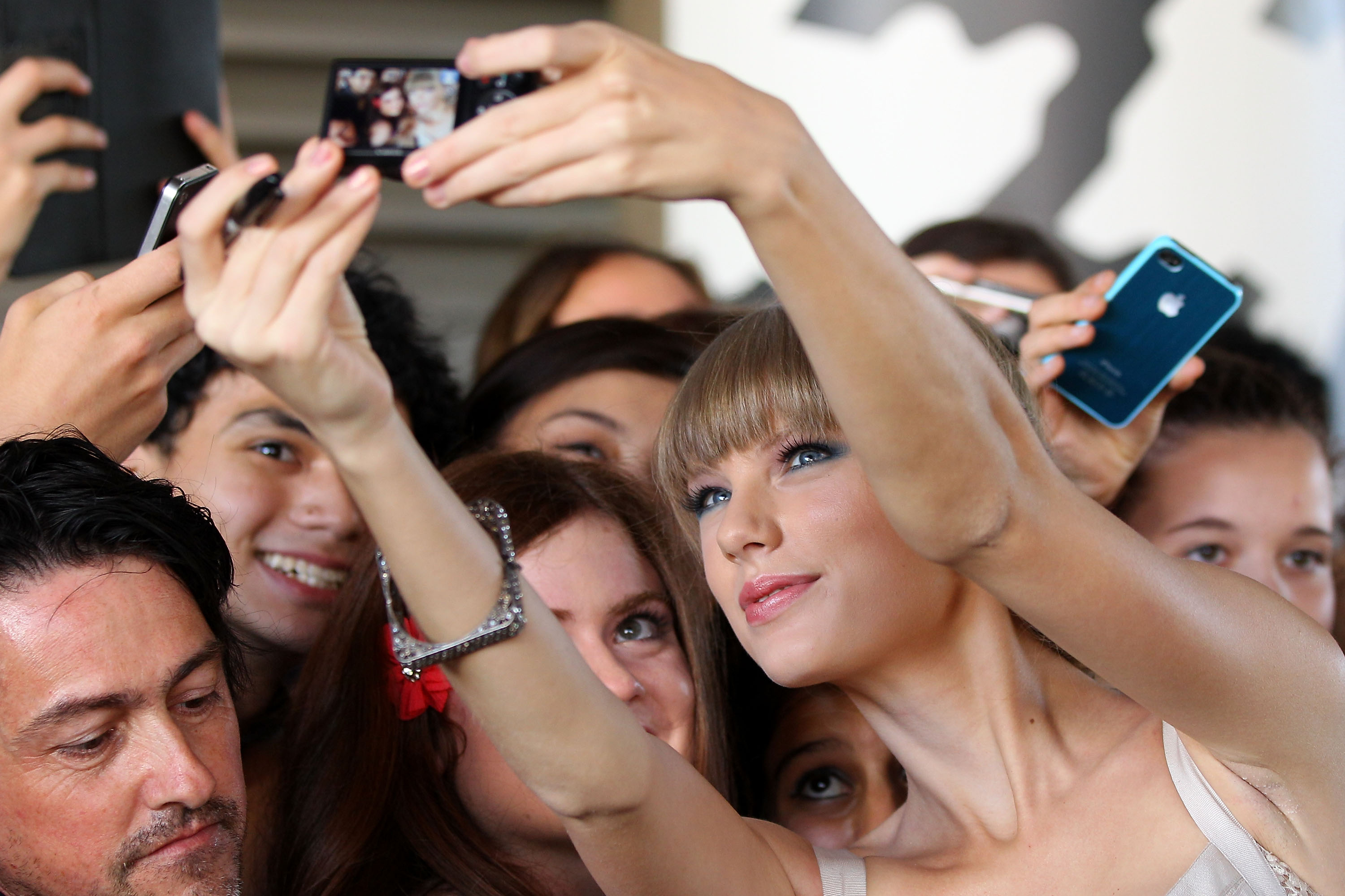 Taylor Swift greeted fans in Sydney.