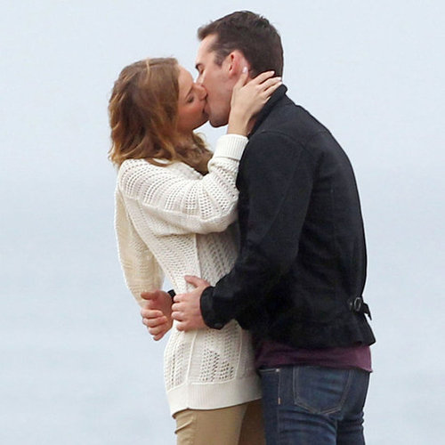 Emily VanCamp Kissing on Revenge Set | Pictures