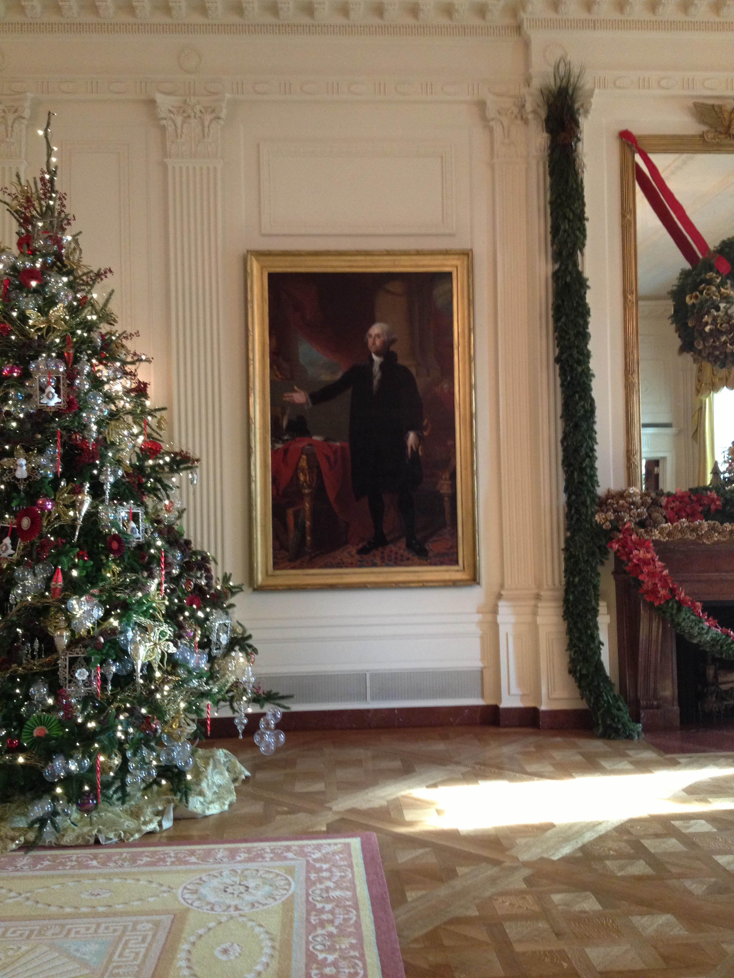 This portrait of george washington was saved from a fire for Did george washington live in the white house