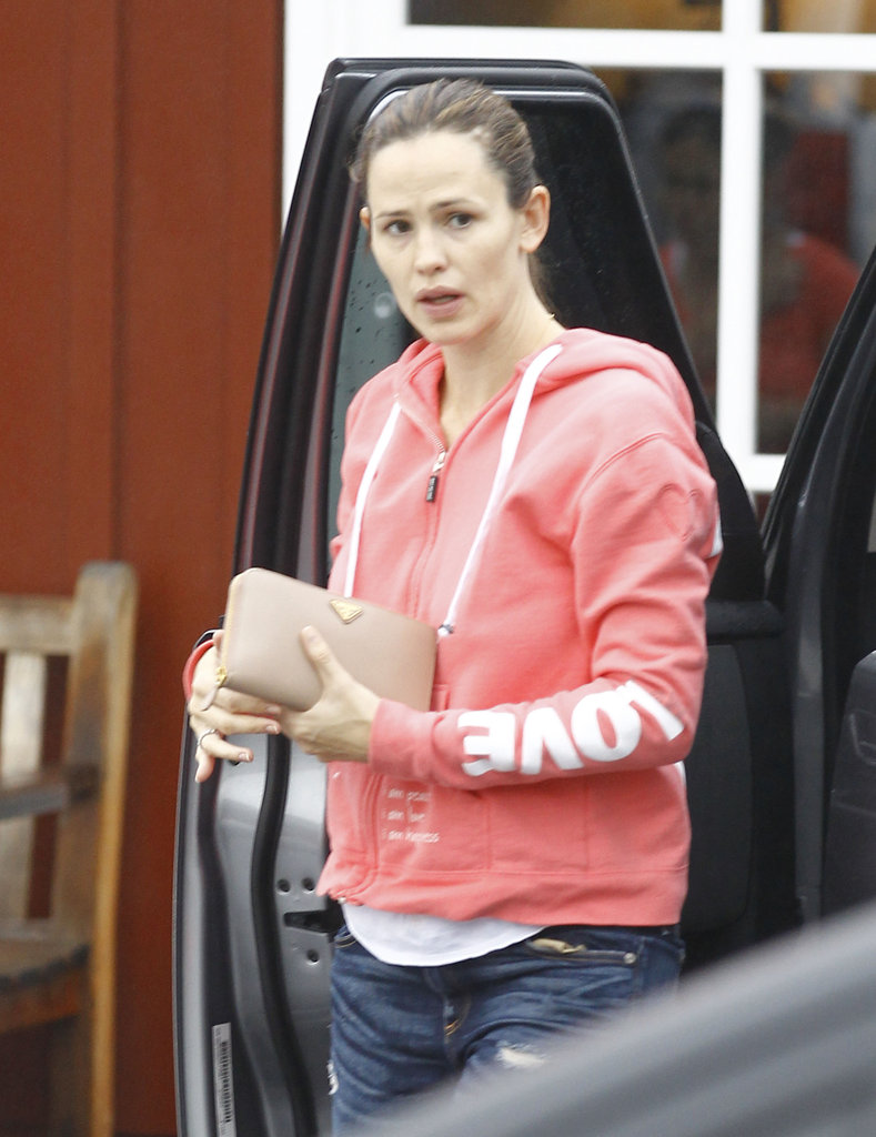 Jennifer Garner sported a pink zip-up sweatshirt.