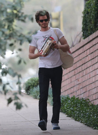 Andrew Garfield carried a stack of books.