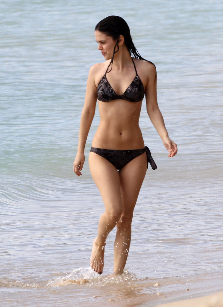 Rachel Bilson rocked a black bikini and showed off her toned abs during an April vacation in Hawaii.