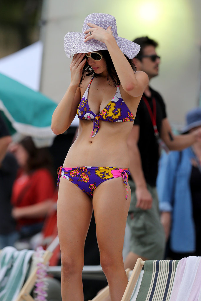 Jessica Paré sported a retro printed bikini while filming scenes for Mad Men in Maui this October.