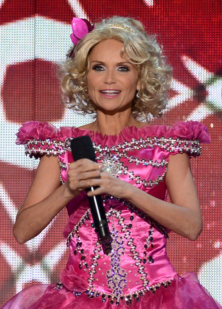 Kristin Chenoweth dressed up as Honey Boo Boo while hosting.